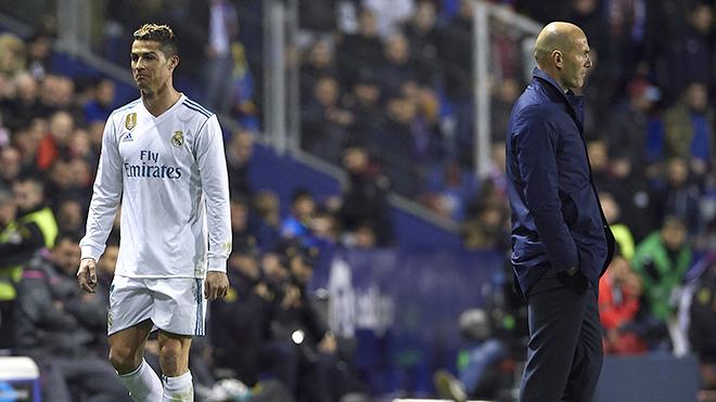 Zidane cũng mất kiên nhẫn với Ronaldo