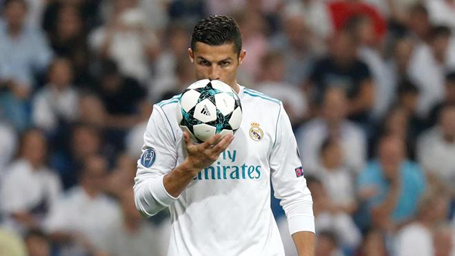 Vượt qua PSG, Ronaldo chỉ còn 'sợ nhất' Barcelona ở Champions League