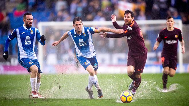 Barca lập kỷ lục bất bại: Vì Messi không phải Ronaldo