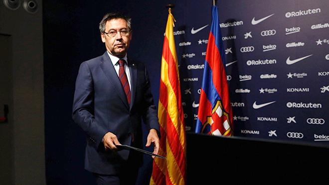 Vấn đề Catalunya khiến Suarez mất tinh thần, Messi chưa ký vào hợp đồng mới?