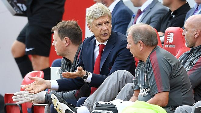 Wenger có sai lầm khi ở lại Arsenal?
