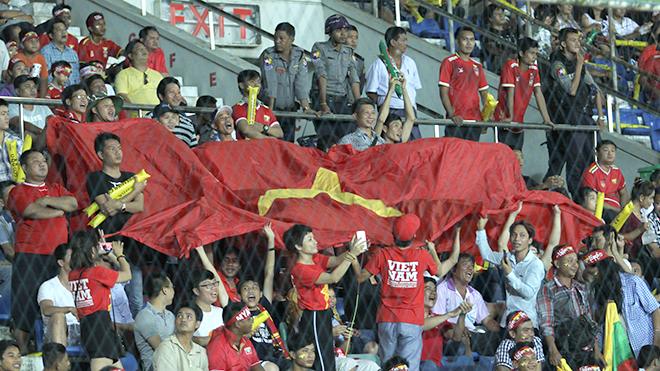 U18 Việt Nam và những gam màu cổ động ở Thuwunna
