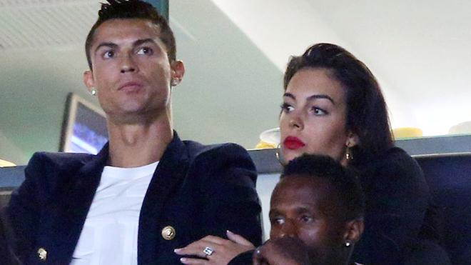 Ronaldo đặt lịch cưới dựa theo thành tích của Bồ Đào Nha