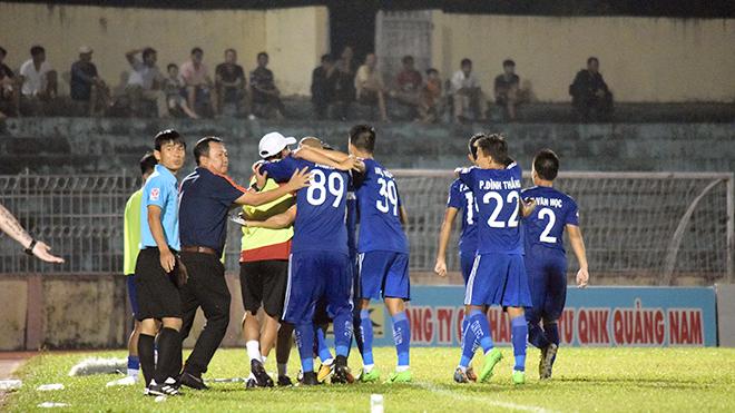 17h00 ngày 1/10, Quảng Nam FC - B.Bình Dương: 'Lỡ ngồi chiếu trên'