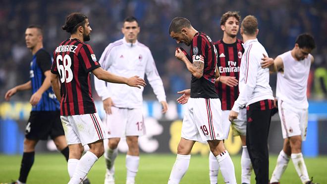 Chi 200 triệu, Milan vẫn khủng hoảng vì đâu?