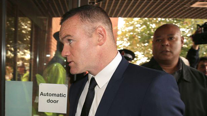 Rooney tiền mất tật vẫn mang