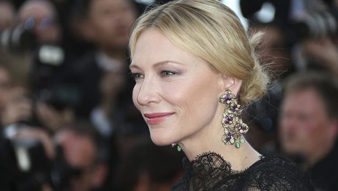 Khai mạc LHP Cannes lần thứ 71: Vẫn có 'kẻ' phá lệnh cấm chụp 'tự sướng'