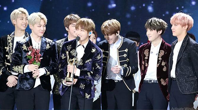 Cuộc chiến giành BTS cho các sự kiện âm nhạc cuối năm đã bắt đầu