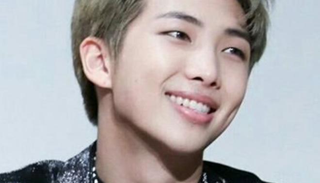 Fan 'điên đảo' khi nhìn những hình ảnh RM của BTS đằng sau sân khấu