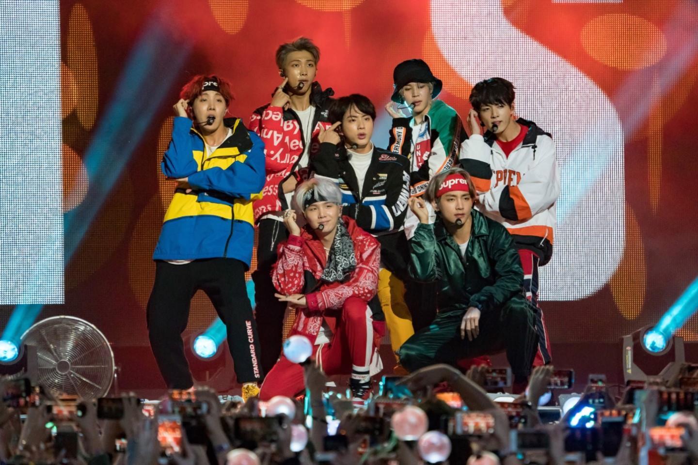 Sự kiện gặp gỡ fan BTS sắp diễn ra, Big Hit gây khó người hâm mộ?