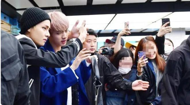 Jin BTS, Jin trai đẹp toàn cầu, Vệ sĩ của Jin, V BTS, Sân bay Gimpo