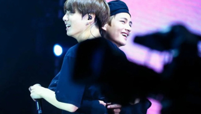 BTS: Nhiều lần V và Jungkook thể hiện tình thân không thể diễn tả bằng lời
