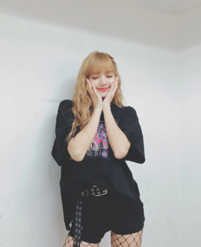 Blackpink, Lisa Blackpink, Lisa mặc trùng đồ, Playing With Fire Blackpink, BLINK