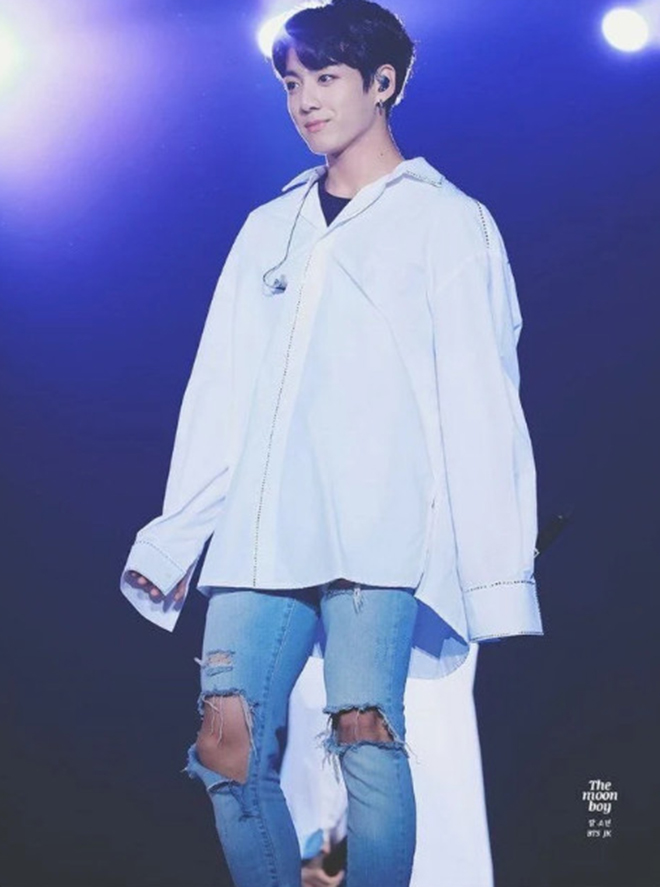 BTS, Jungkook, Jungkook gây đốt mắt, Jungkook mặc jean rách, Em út Vàng BTS