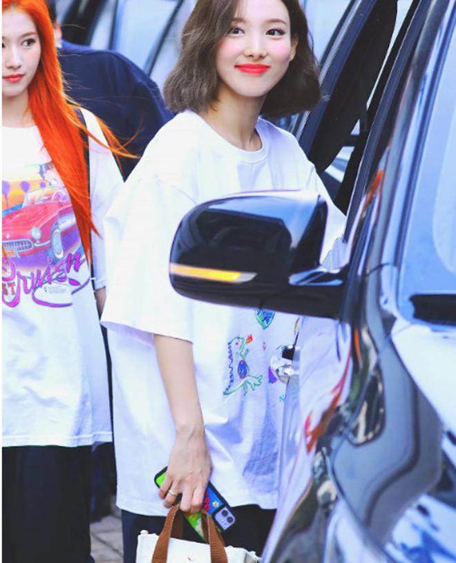 Twice, Nayeon, K-pop, Nayeon biết quan tâm tới người khác nhờ Twice, MORE & MORE
