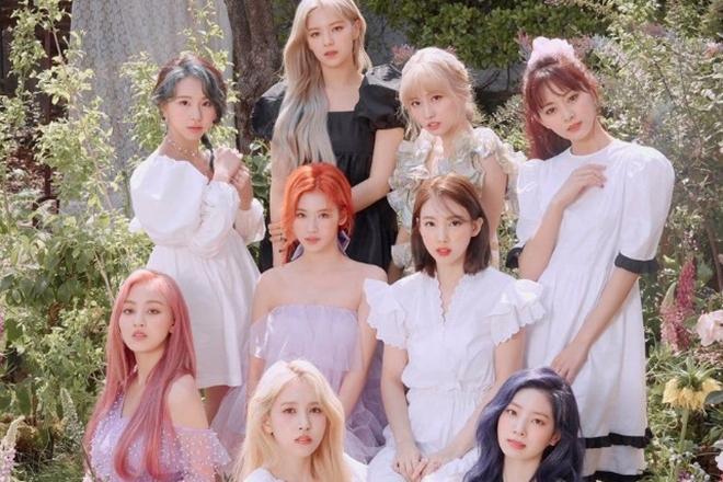 Twice, Twice tái xuất, MV MORE & MORE, Nayeon, Sana, Tzuyu, Jeongyeon, Mina, Twice tái xuất Chia sẻ về cuộc sống hàng ngày, cách lựa chọn màu tóc, Twice comeback