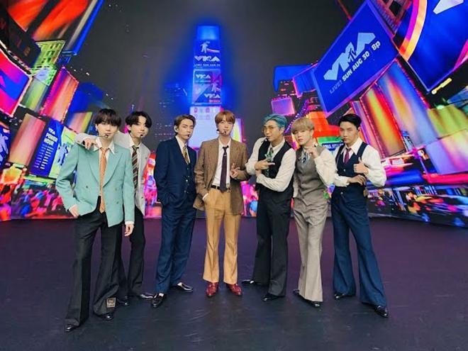 BTS, V BTS, V BTS thoáng chốc trở thành lão ông, Dynamite, VMAs, Jimin, Jungkook