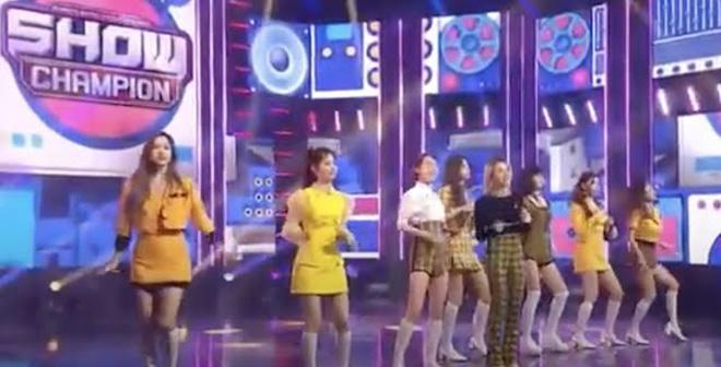 Twice, I Can't Stop Me, Twice bị chỉ trích về khả năng hát live, Eyes Wide Open