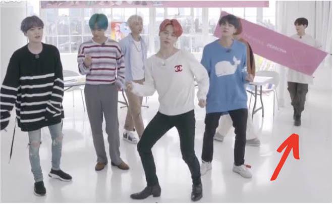 BTS, Jungkook, Jungkook luôn cần giám sát, V BTS, RM BTS, Suga, Jimin, J-Hope