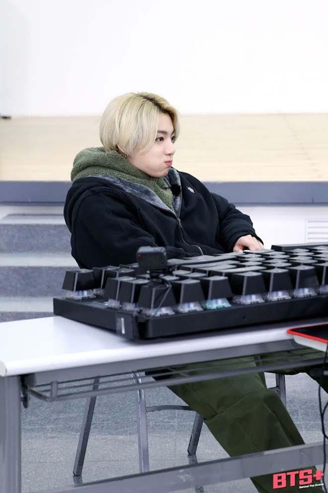 BTS, Chàng trai BTS nào lướt phim nhanh nhất, Jungkook, V BTS, Jin, Jimin, RM BTS, Trong BTS, cách nhắn tin của BTS, các tin nhắn của BTS, kỹ năng gõ văn bản của BTS