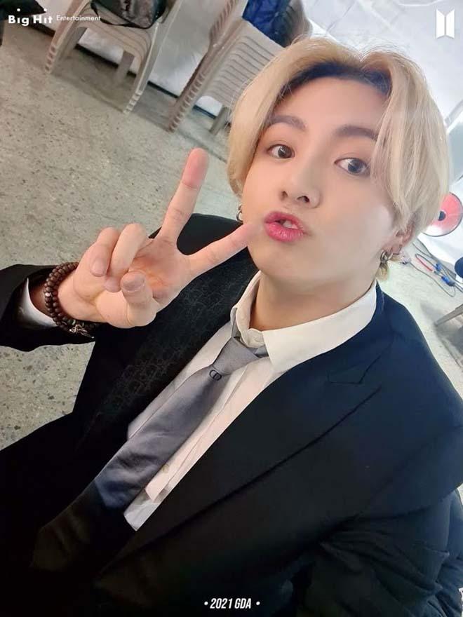 BTS, Jungkook, Jungkook thay đổi màu tóc điên cuồng, MV Film Out, V BTS, Jimin