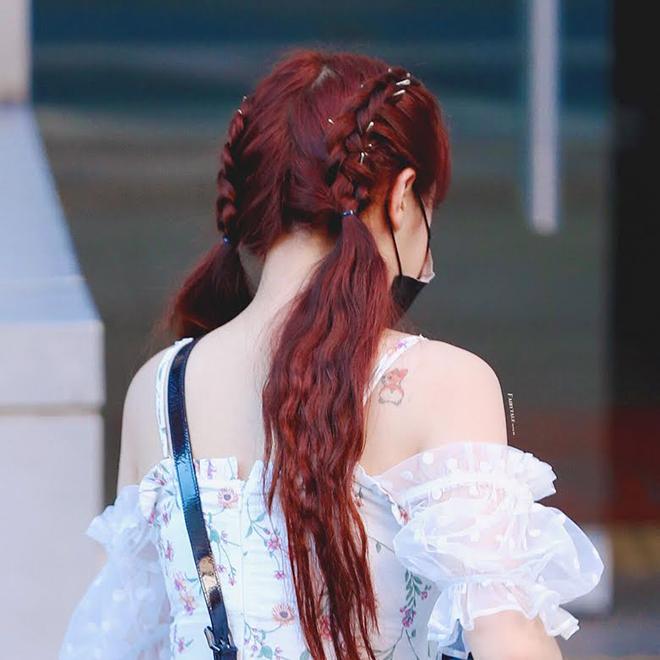 Twice, 10 nữ thần không ngại khoe hình xăm, Chaeyoung,  Red Velvet, MAMAMOO