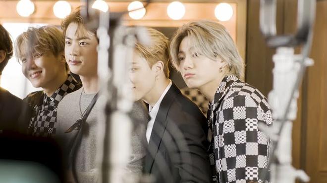 BTS, Jin, Jin đẹp trai vô đối, Jin cảm thấy bất an về bản thân, Jungkook, V BTS, Suga