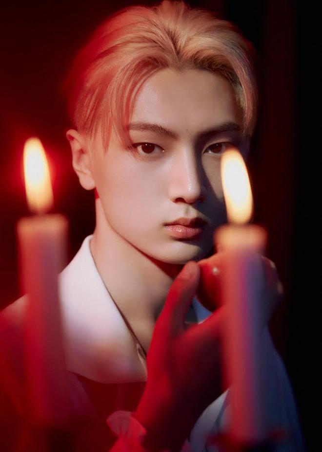 BTS, Nam thần Kpop mang vẻ vampire gợi cảm, V BTS, Taehyun TXT, Bang Chan