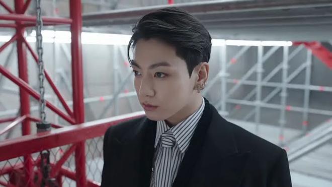 BTS, Jungkook, Jungkook xỏ khuyên lông mày, Jin, V BTS, Suga, Jimin, RM BTS