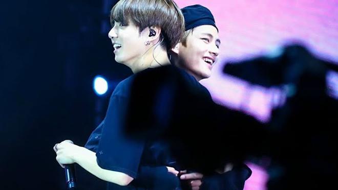 BTS: 'Cưng xỉu' những bức ảnh tình thân mến thân giữa V và Jungkook