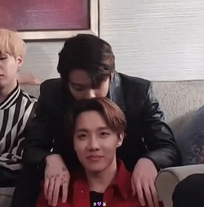BTS, Jungkook, Thói quen của Jungkook, Jungkook thích ngửi đầu, Jungkook sợ gì