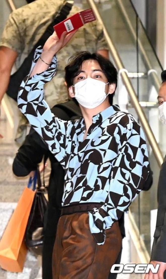 BTS, V BTS, V  BTS lại khiến fan mê mệt với visual siêu thực, Hoàng tử Bé V BTS