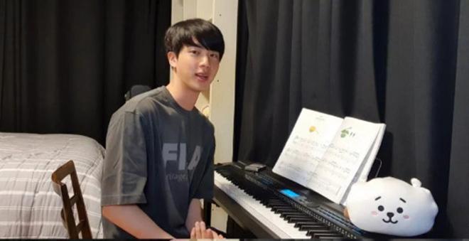 BTS, Jin, Jin BTS chơi đàn piano, Jin BTS tổ chức màn livestream, Suga, Jimin, V BTS