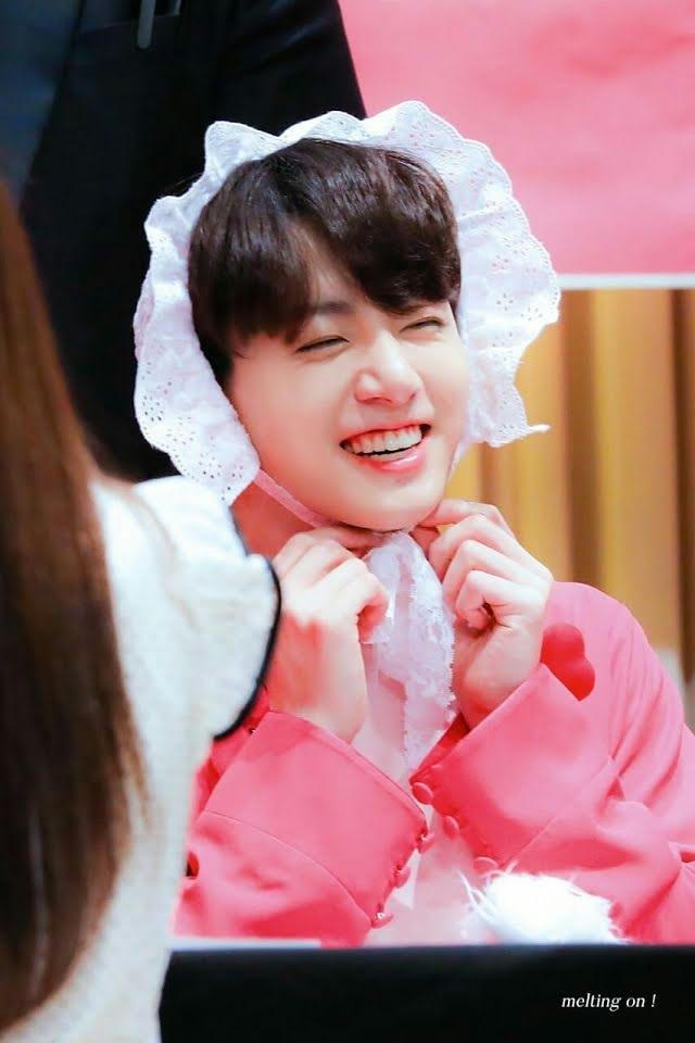BTS, Jungkook, Jungkook bị các huyng trêu chọc, Suga bảo vệ Jungkook, Jin, V BTS