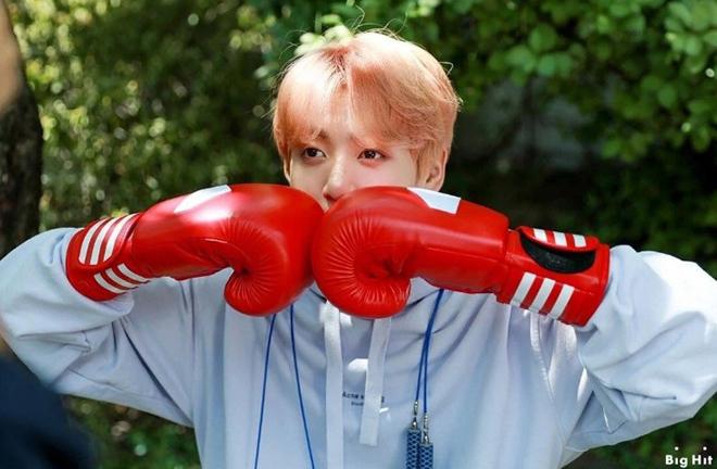 V-Live, Jungkook, BTS, Em út vàng BTS, Jungkook aerobic, Jungkook bơi, Jungkook tập tạ, V-Live Jungkook BTS chia sẻ thích nhiều môn luyện cơ thể, loại trừ