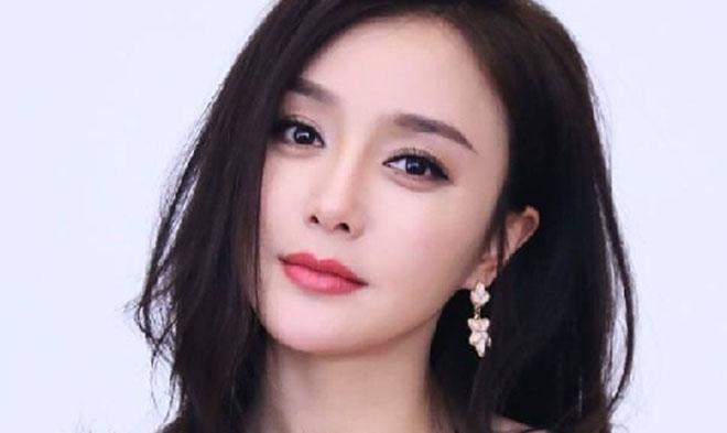 Tần Lam 'Diên Hy Công Lược' xuất hiện ấn tượng trên tạp chí thời trang
