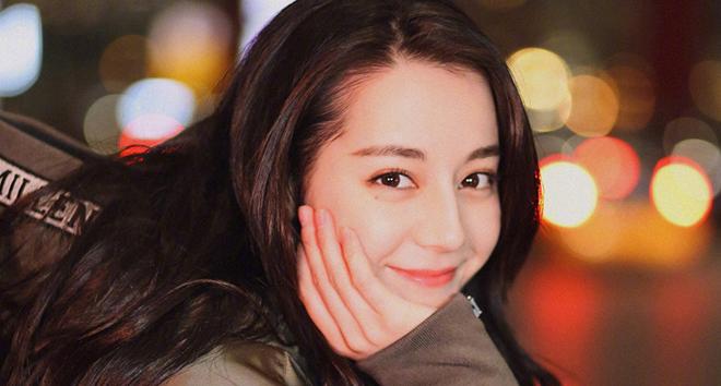 Fan sốc khi nhìn gương mặt chưa 'photoshop' của Địch lệ Nhiệt Ba trên mạng