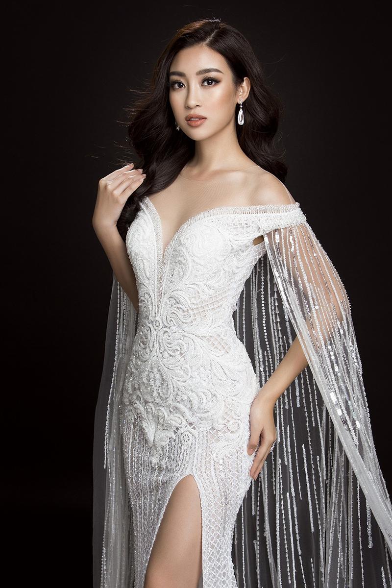 Màu trắng luôn khiếnHoa hậuĐỗ Mỹ Linh thêm lộng lẫy và sáng rực