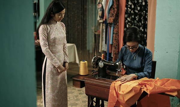 """Ngô Thanh Vân dịu dàng trong """"Cô Ba Sài Gòn"""" - bộ phim điện ảnh khai thác chủ để Sài Gòn xưa và tôn vinh trang phục truyền thống Việt Nam"""