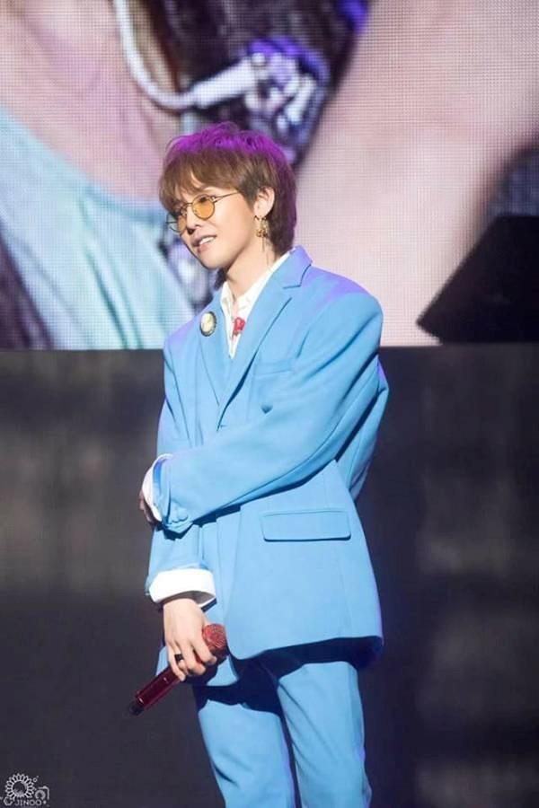 Đây cũng là lần hiếm hoi G-Dragon làm khách mời trong concert của một nghệ sĩ khác công ty