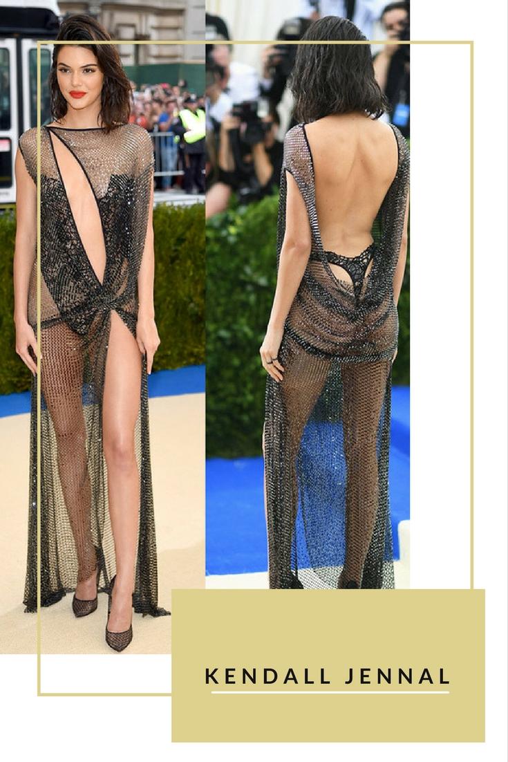 Siêu mẫu Kendall Jenner gây ấn tượng khó quên trên thảm đỏ Met Gala với váy lưới của La Perla kết hợp giày cao gót. Mỹ nhân không mặc áo ngực và khoe trọn hình thể nóng bỏng