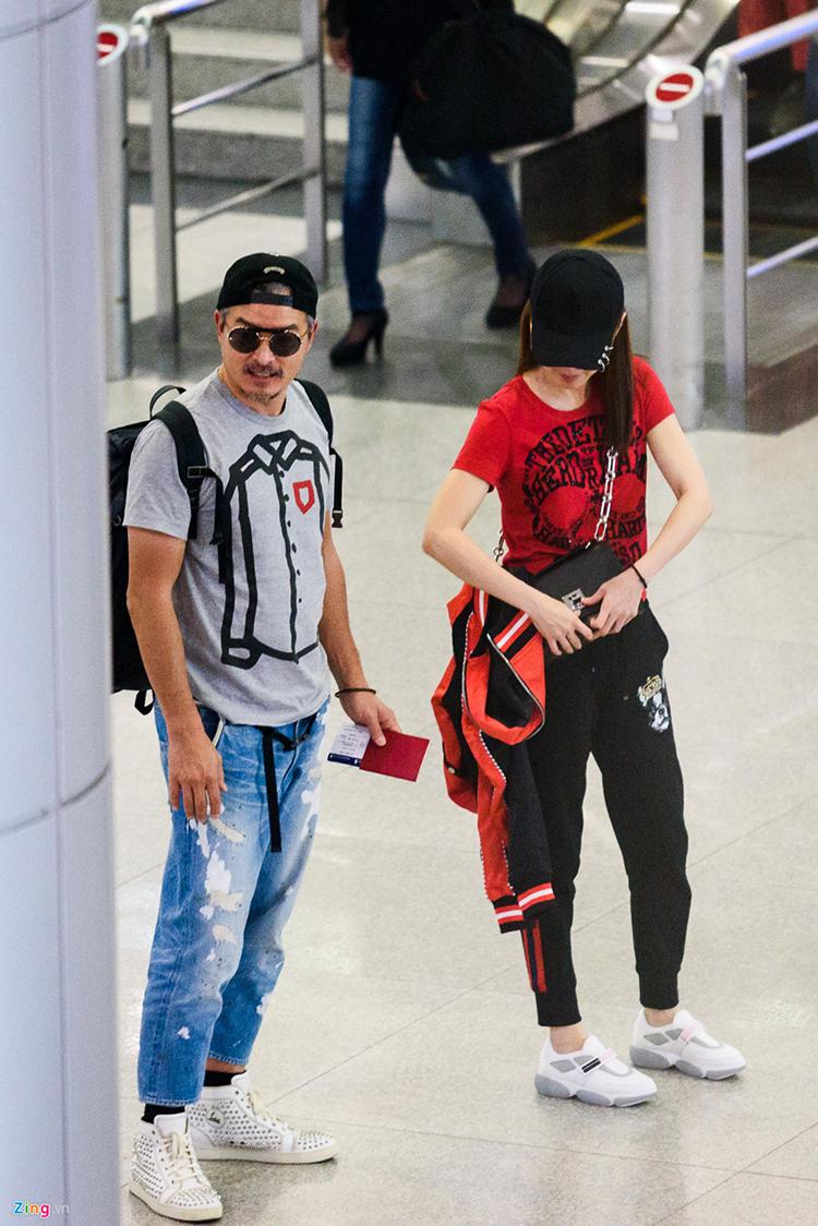 Lý Minh Thuận và Phạm Văn Phương đều diện trang phục thể thao, năng động khi đến Việt Nam.