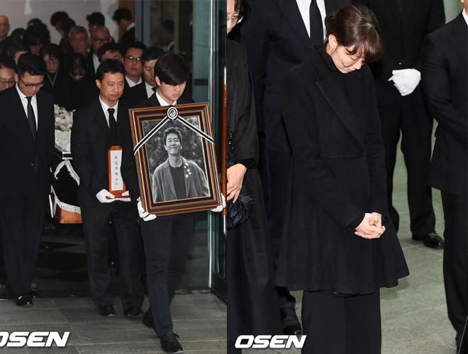Diễn viên Lee Yoo Young - hôn phu của Kim Joo Huyk nén đau thương tiễn chồng sắp cưới về nơi an nghỉ cuối cùng