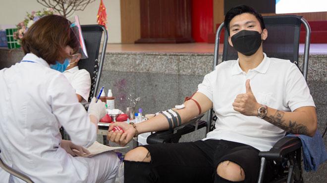 Văn Hậu tham gia hiến máu tình nguyện