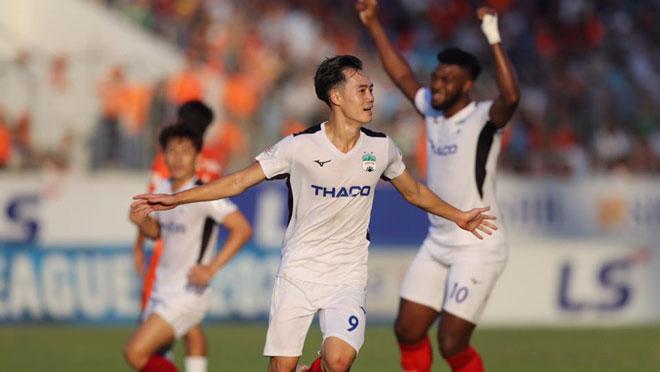 VIDEO bàn thắng HAGL 3-1 Quảng Nam: Văn Toàn giúp Tuấn Anh lập siêu phẩm
