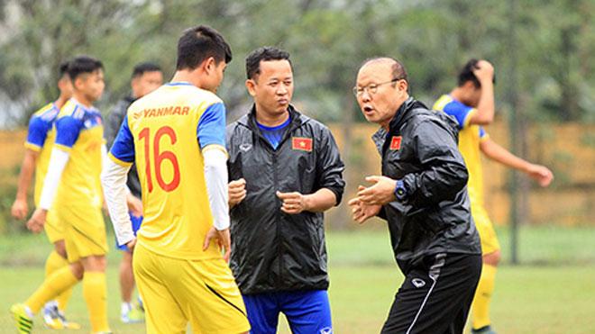 Bóng đá Việt Nam: Duy Mạnh chấn thương nặng, thầy Park đau đầu với hàng thủ