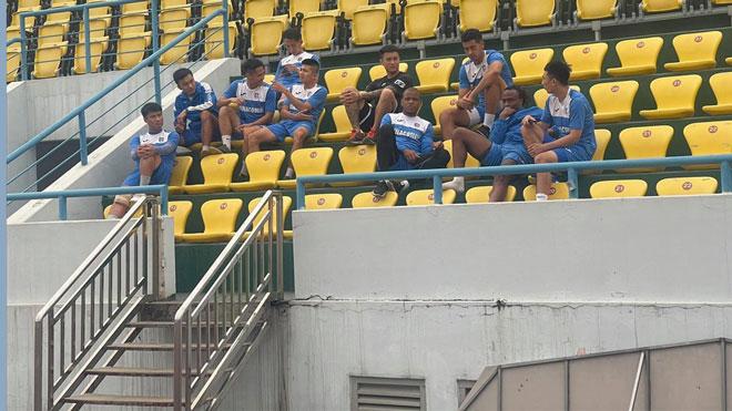 Sau đình công, cầu thủ Than Quảng Ninh trở lại sân tập