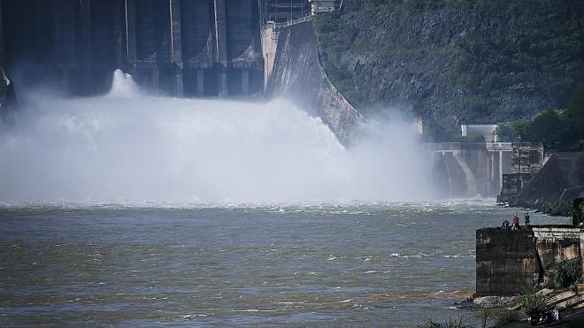 Nhà máy thủy điện Hòa Bình mở một cửađáy xả lũ