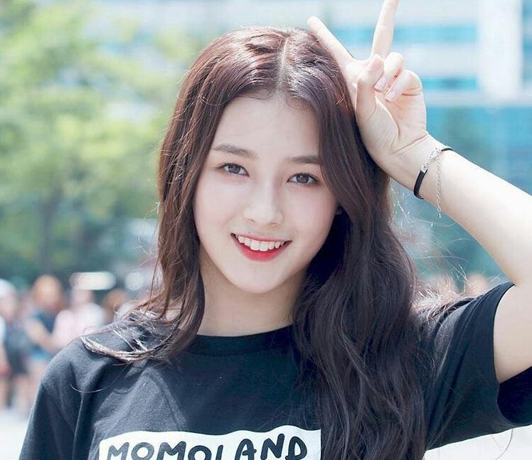 Somi, Produce 101, Nancy, Momoland, Vernon SEVENTEEN, Joo Haknyeon, The Boyz, Huening Kai, TxT, BTS, bts, Nhan sắc vạn người mê của 5 thần tượng Kpop