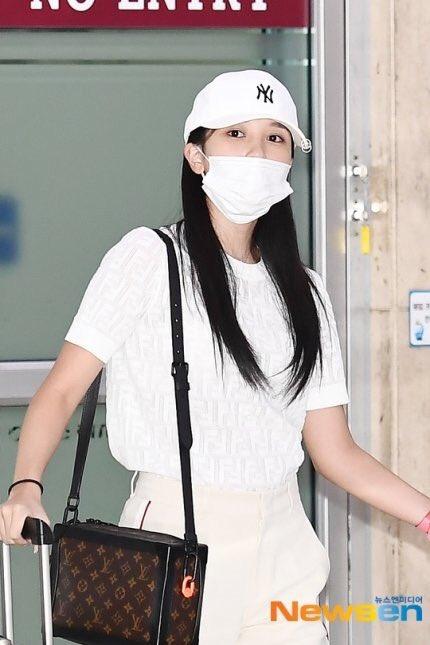 Twice, Mina Twice xuất hiện ở sân bay với thần thái tốt, Mina Twice bị trầm cảm, twice comeback, feel special